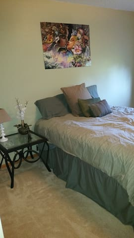 Private Room - 15 mins to MOA, MSP, & St. Paul. - Inver Grove Heights - House