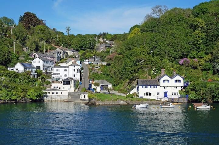 Stylish waterside holiday home