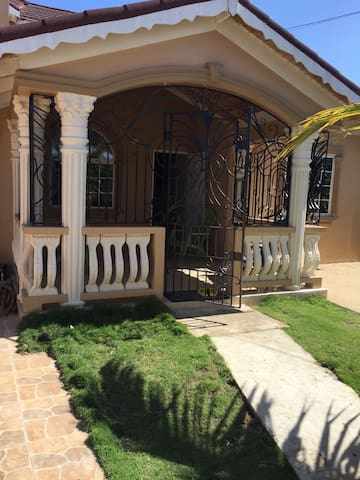 Seaview Drive - Montego Bay - House