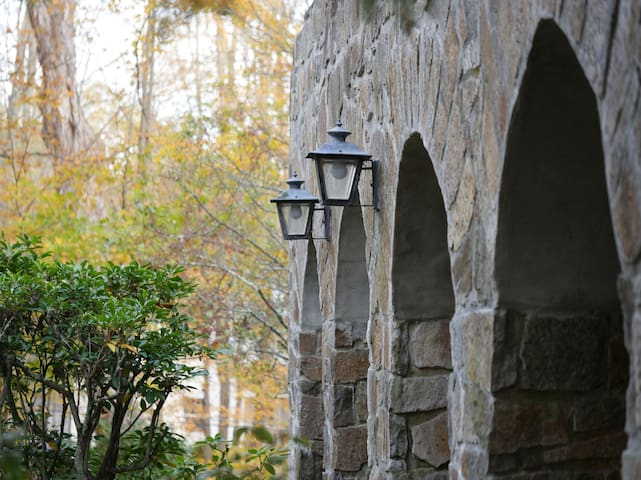Periwinkle / Stone Arches Bed and Breakfast