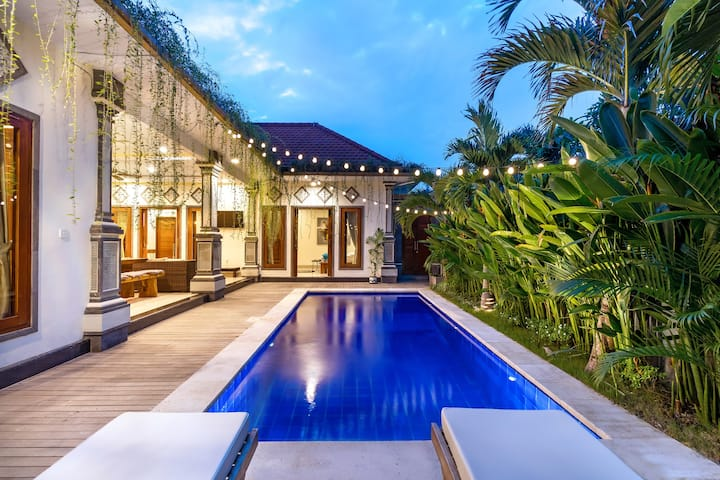 QUINTESSENTIAL CANGGU VILLA: CINEMA AND SPA STUDIO