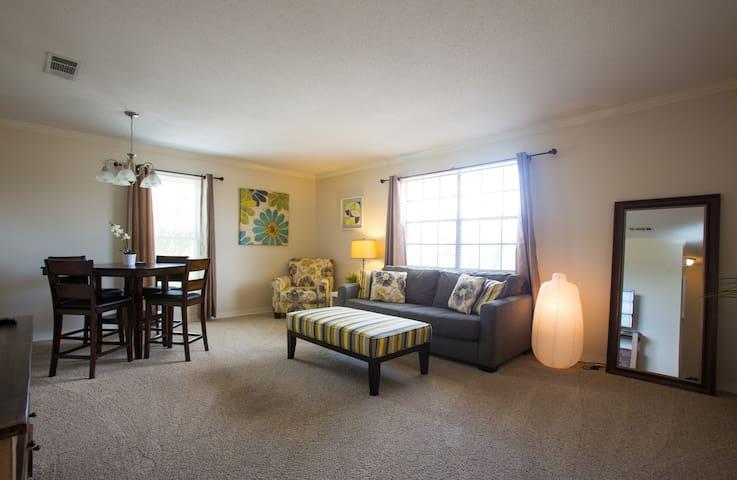 Upper Lakefront Comfort - Metairie - Apartamento