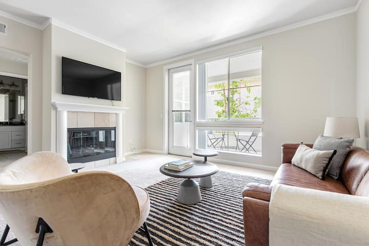 Crisp San Mateo 1BR w/ Pool, Spa, Parking, walk to Shops by Blueground