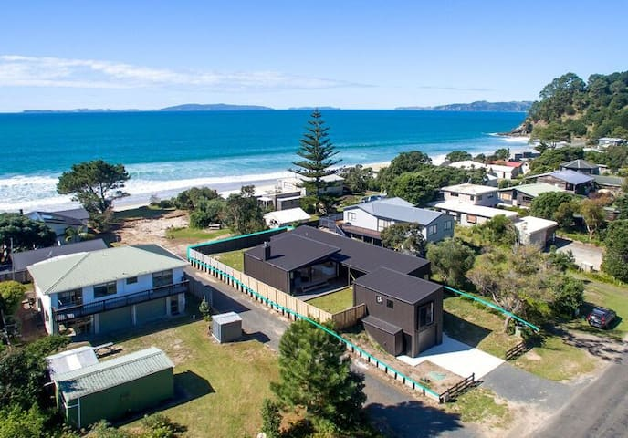 Beach House - 1 min walk to beach - Whangapoua - Dom