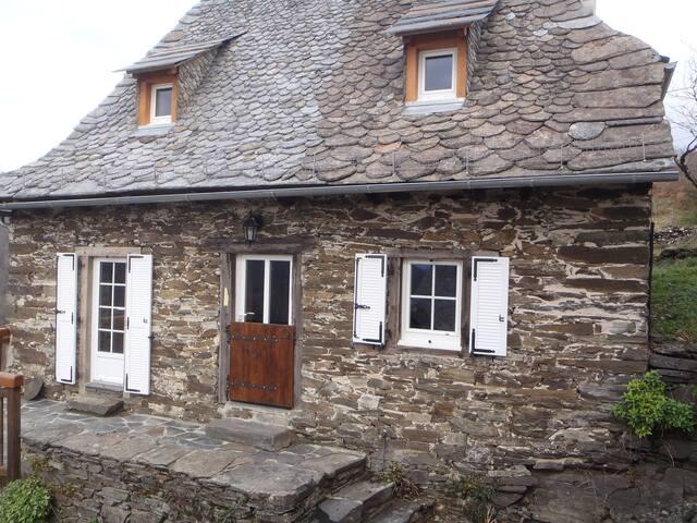 Gîte « L'Oustal des Fustièr » - Lacroix-Barrez - Dom wakacyjny