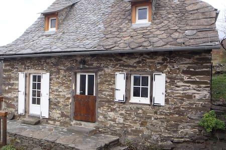 Gîte « L'Oustal des Fustièr » - Lacroix-Barrez - Ferienunterkunft