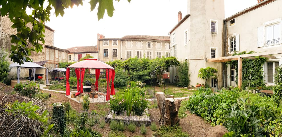 Grande 16C Maison with Jardin in the Charente