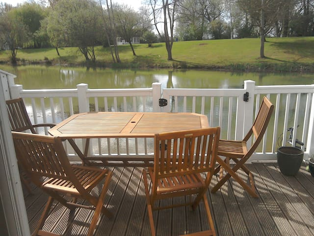 Beautiful lodge in the Cotswold Waterpark - South Cerney - Feriehjem
