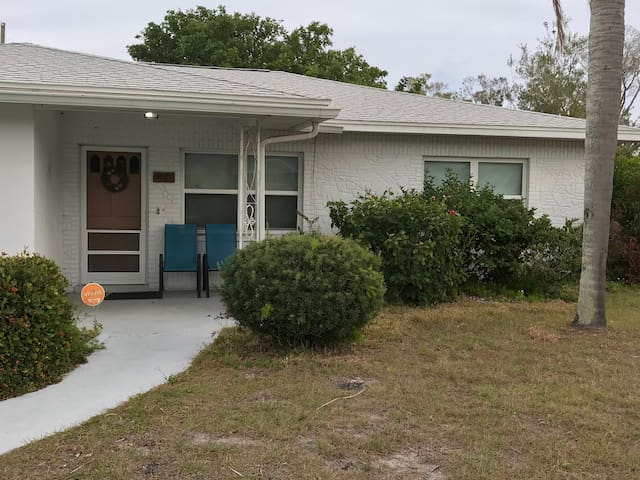 Seminole Neighborhood Home. Close to beaches