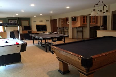 Gourmet kitchen and amazing entertainment room - Stillwater