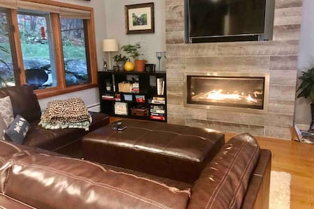 3-level ski in/out townhome on Bolton Mountain