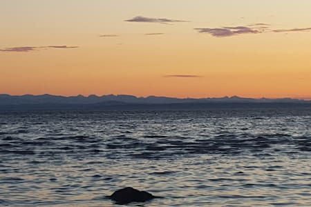 Savary Island Large Vacation Home - Lund - Kabin