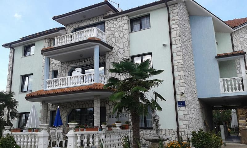 Apartments Amos - Spacious1Bedroom Ap.with Balcony
