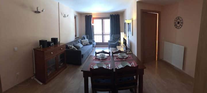 Luxury 2 Bed Apt, Stunning Views, 6 min to Gondola