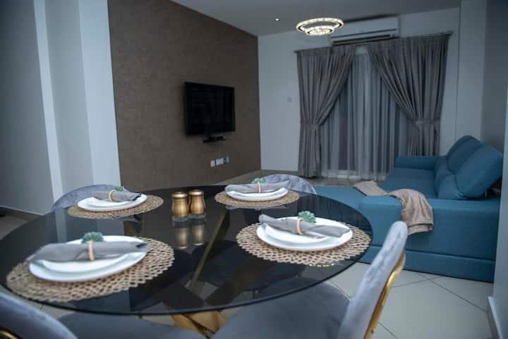Modern 2 Bedroom Apartment with Breakfast E Legon