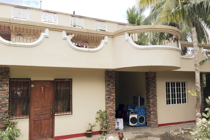 Large Family House with 3 bedrooms - AC - Virac
