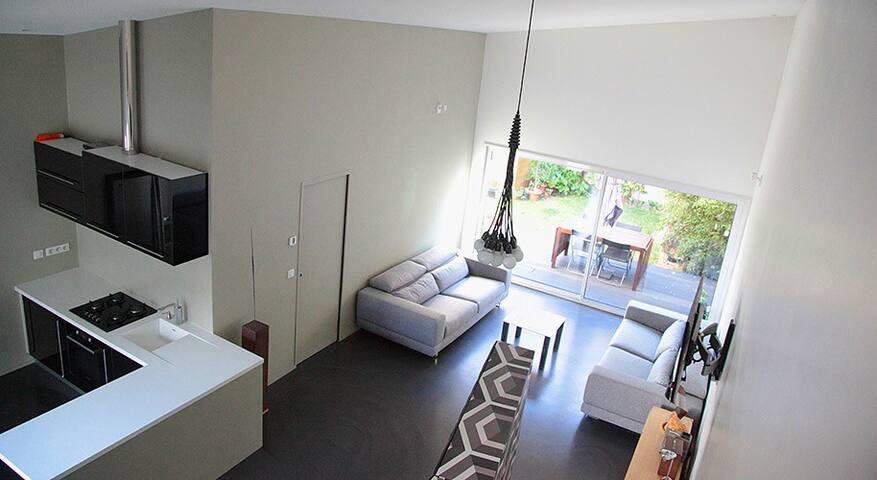 Loft chic 6 pièces, jardin, parking, 10mn de Paris
