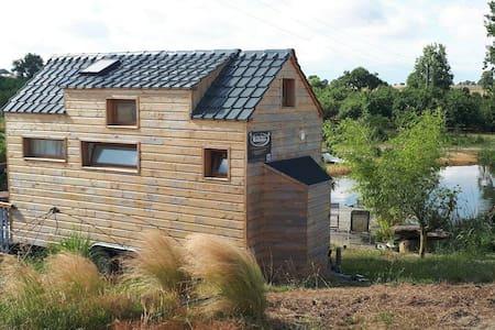 Tiny House avec sa piscine naturelle
