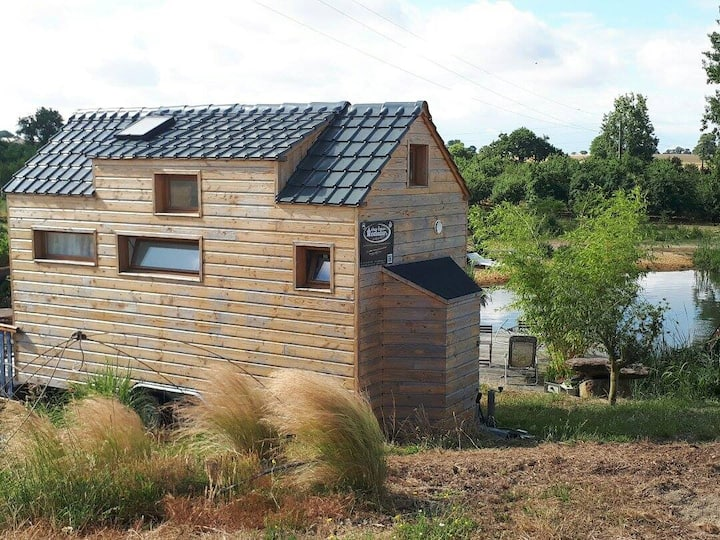 Tiny House avec sa piscine naturelle