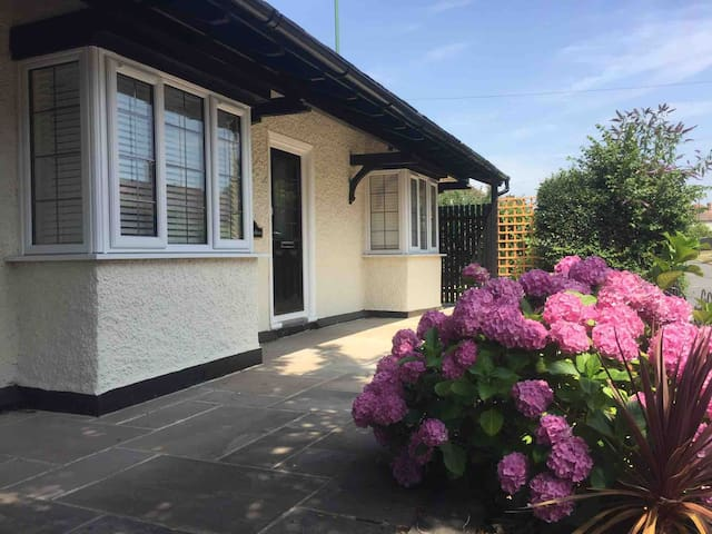 Spacious , modernised 3 bedroom former guardhouse