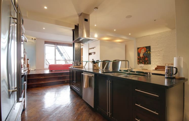 Huge Luxurious Loft in Old Mtl. Top of the line - Montréal - Loft-asunto