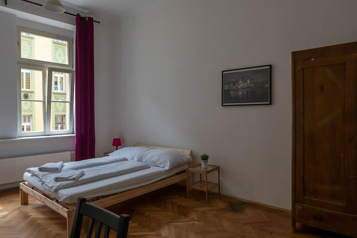 Triple en suite room in a legendary Žižkov hostel