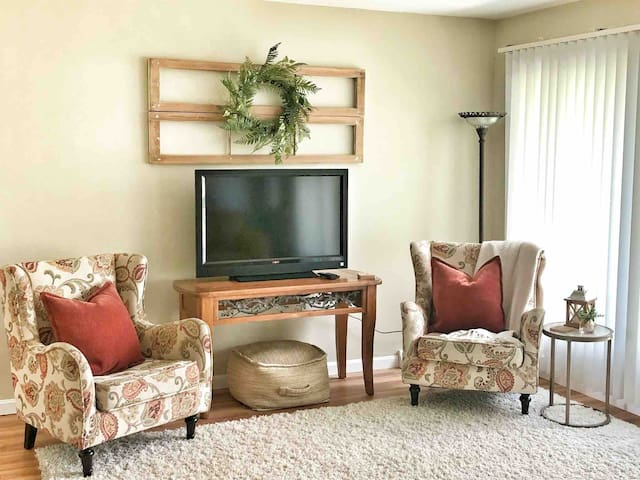 Family Retreat♦︎3BR/2BA♦︎Sleeps 9♦︎7 Min. to Knox