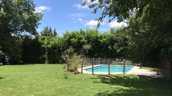 Casa con Pileta+Jardin+Parrilla en El Bosque CC