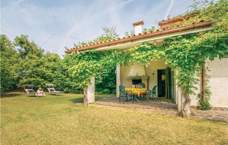 Holiday cottage with 4 bedrooms on 200m² in Vo´ (Padova)