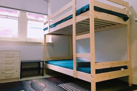 Share room near Burwood station - Burwood - Квартира