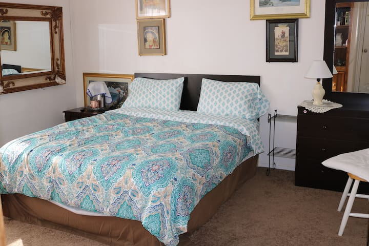 Perfect Location Stay, Private Bedroom 2