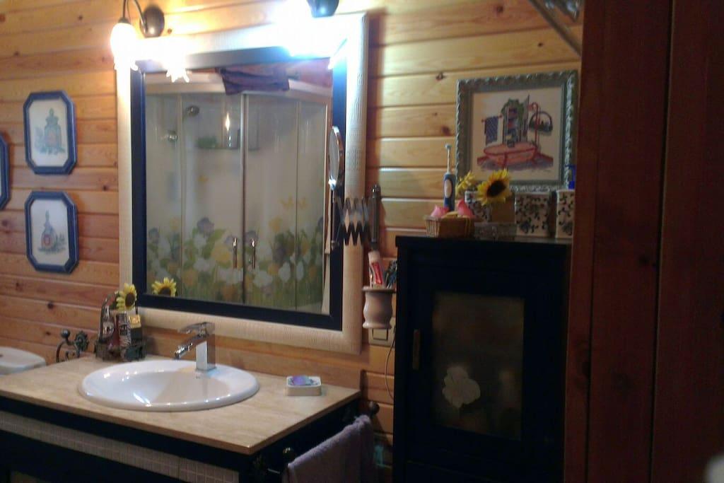 Baño con cabina de hidromasaje