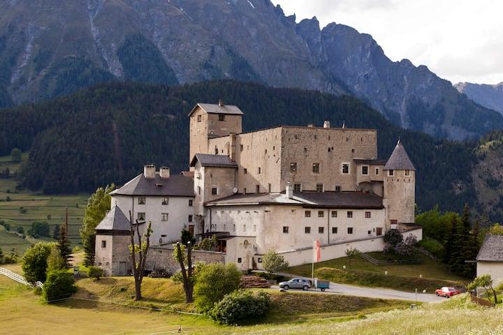Wohnen in einem richtigen Schloss!