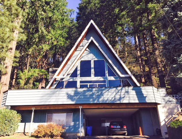 beautifully renovated 1964 a-frame/rocky butte