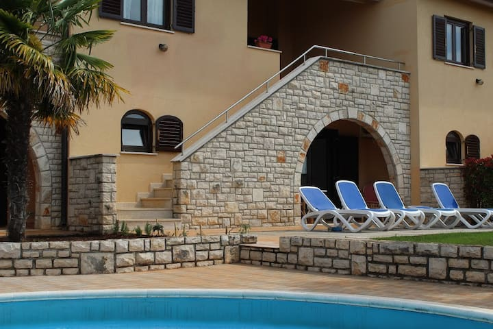 Casa Ulika,  place for a perfect family holidays - Brnobići - Ev