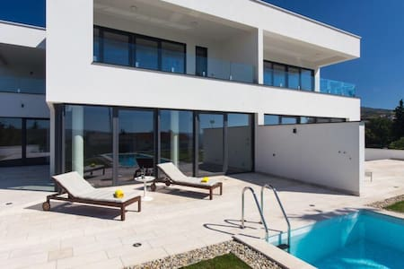 Moderna Villa sa predivnim pogledom - ツリクヴェニツァ