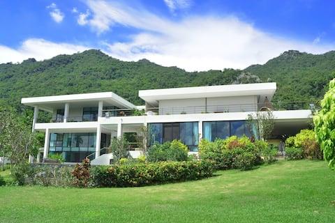 Floating Mountain Villa