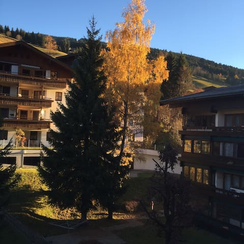 Studio sleeps 5-skiers walkers hike
