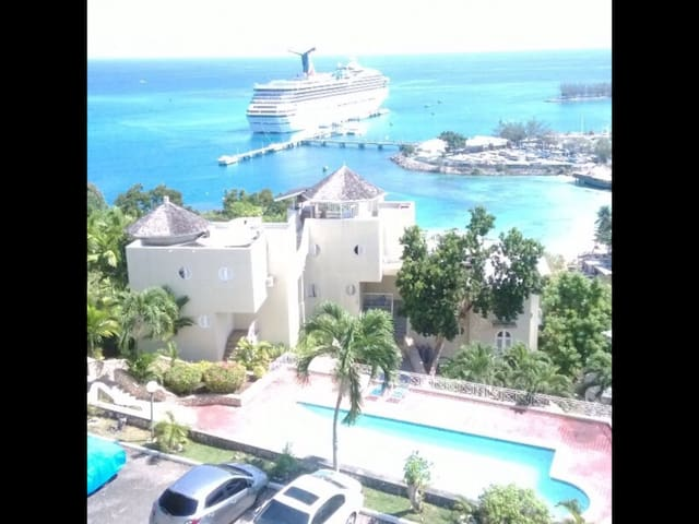Gorgeous views overlooking the Ocho Rios Harbour
