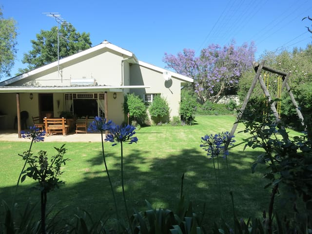 Boesmansdrift Farmhouse - self catering - sleeps 8 - Bonnievale - House