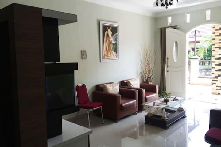 Nice Place to Stay in Pdk Kelapa Nemophila Room