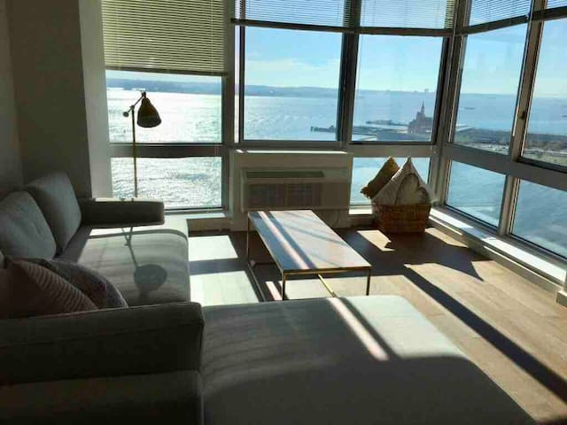 **WAKE UP TO THE VIEW**WATERFRONT**PRIVATE*LUXURY