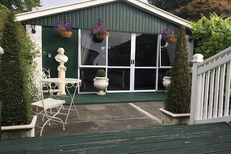 Stunning Detached Contained Studio - Christchurch