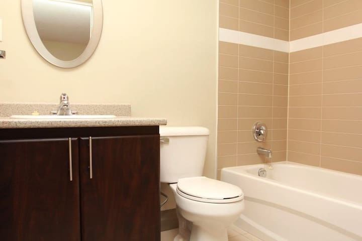 Luxurious and Spacious One Bedroom Apartment - Waterloo - Apartemen