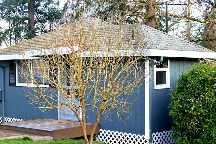 Charming Quiet Backyard Cottage - Beaverton - เกสต์เฮาส์