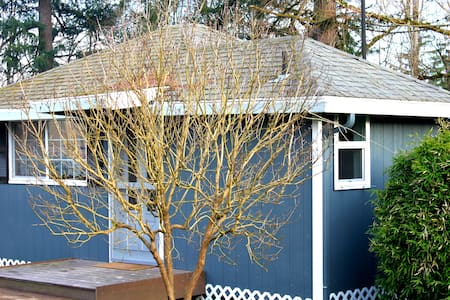 Charming Quiet Backyard Cottage - Beaverton - Pensió