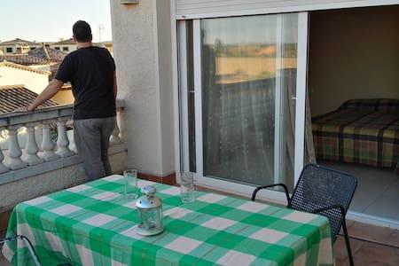 Habitación con terraza privada a 10min de la playa - Torroella de Fluvià - Casa