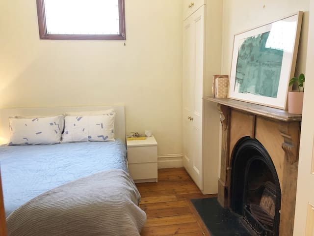 Bright & cosy room in Richmond/5 mins walk to MCG!