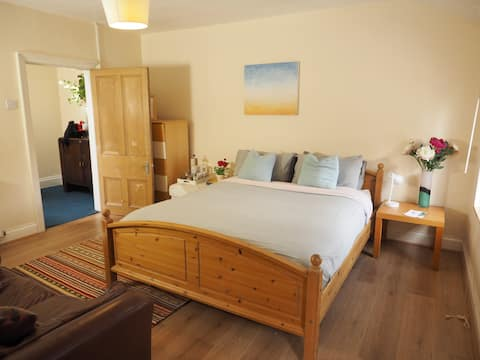 Georgian Nights -large double room + ensuite