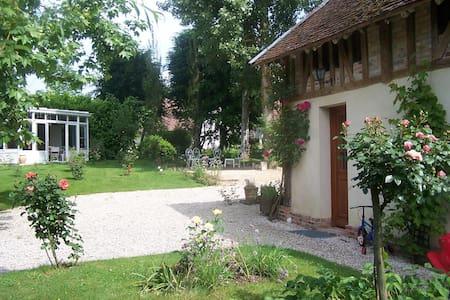 Maison de charme proche lac, jardin spacieux - Mesnil-Saint-Père